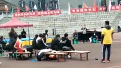 体育生男子跳高1米95,网友:左边起跳,这是一