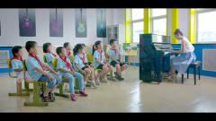 于莎莎给小学生上音乐课,一节课就崩溃了,实