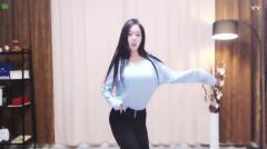 #最劲热舞#火辣身材小姐姐直播劲舞, 撩人舞姿惊