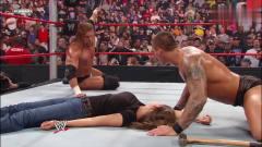 """WWE:作死男当着猛男面""""侮辱""""其女友,太疯狂"""