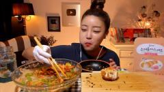 韩国美女吃播秀,*酪猪排搭配海螺面,这才叫香