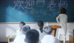 全班学生恶搞新来女老师,不料老师不是一般人