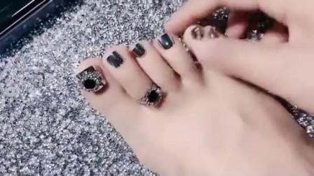 美女脚模的生活自拍:上次发表妹脚趾引爆大家评论,其实蛮漂亮的
