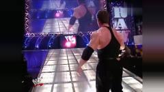 视频:WWE:丧心病狂!金发美女遭恶老板穷追不