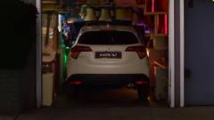 本田汽车创意广告,这倒车入库有点狠了!