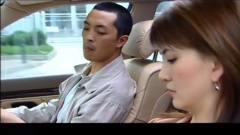 穷保安偷看美女老板开车,哪知被美女老板误会