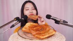 吃播:韩国美女吃货试吃自制香煎面包片,这满