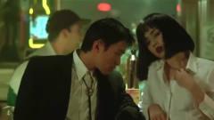 星爷陪美女去酒吧喝酒,还把美女的衣服弄湿了