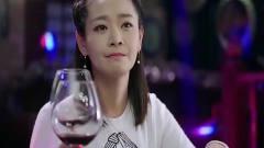 美女在酒吧品酒,接下来一番话,让老板刮目相