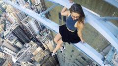 美女生日当天在高楼上自拍,结果意外坠楼,镜头记录惊魂3秒!