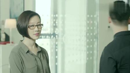 美女上班时间炒股,结果被领导逮到,谁知领导这幅嘴脸!