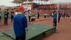 大学生运动会女子跳高比赛的风采,还有这奇葩