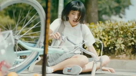 美女,你的小短裙破了,确定要骑自行车?