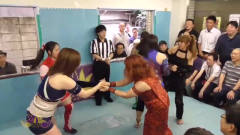 日本女子摔角:这只是美女们得一个热身运动,