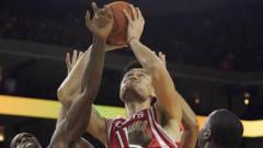 姚明篮球生涯最血性一幕!面对对手挑衅一巴掌