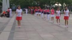 广场舞《情人鹤顶红》,美女们你们舞蹈是在找