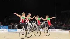 奇闻趣事:你见过骑着自行车跳芭蕾的吗?动作