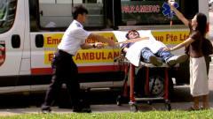 医护人员用棒球棍击打失去知觉的伤员,国外恶