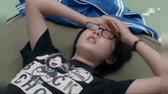 少年派:江天昊大暖男,体育课给邓小琪送水,