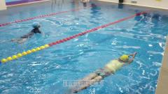 中游体育:小朋友十节蛙泳课后会犯的一些细节