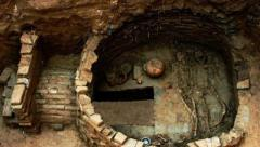 山村挖出古墓,墓内挖掘遭遇诡异离奇事件,专