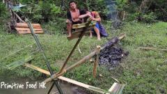 农村夫妻,利用中国发电技术,用水流动力烤鱼