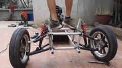 牛人自制了一辆三轮车,关键是汽车上该有的功