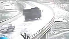 看看这大桥上的诡异车祸, 车祸之前的灵异事件