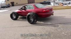 两轮汽车的奇葩造型,人用脚力踹开的挡风玻璃