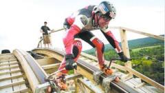 外国牛人穿轮滑鞋玩过山车,60秒冲刺860米,太刺