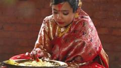 世界最奇葩民俗,女性一辈子要结3次婚,第一次