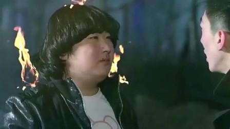 阴阳先生发现胖子身上有三把鬼火,不料拍灭后