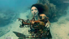 奇葩音乐节,还有美人鱼表演水下吹号,这样能