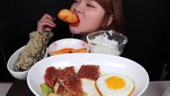 吃播:韩国美女吃货试吃酱油三文鱼,荷包蛋和