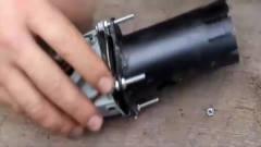 牛人制造一台新型电锯,几秒钟就能把木头锯断