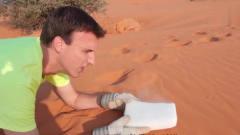 奇闻趣事:在沙漠里用干冰降温会怎样?老外带
