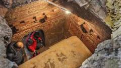 专家考古西汉古墓,打开墓室后金光四射,激动