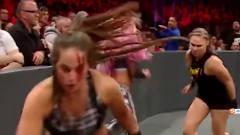 WWE: 隆达的威名太吓人,美女拔腿就跑,场面不要