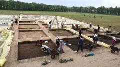 考古队挖掘诡异千年大墓,忽然天降大雪;考古