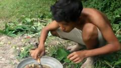 荒野牛人!原始小男孩丛林生活,发现原始生物