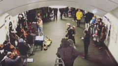 巴黎地铁现场版卡农,很浓郁的音乐氛围