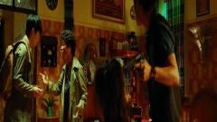 王宝强一本正经教结巴唱歌还跑调,这两人互动