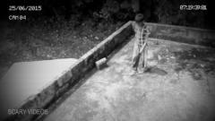 小男孩在房顶玩耍遭遇灵异事件,摄像头记录灵