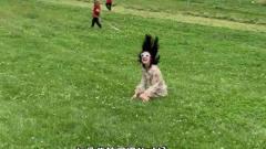 搞笑视频:小姐姐你在转圈的时候,能不能悠着