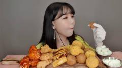 韩国女大胃王吃一桌子炸货,全程嘴巴没听过,