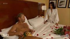 最搞笑摔角 二柱子带着裁判跑到冠军住的宾馆