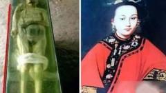 女尸百年不腐面目清秀,考古专家解开衣服,突