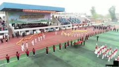 中小学春季田径运动会开幕式,最后那排男生,