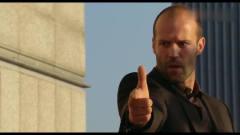 杰森斯坦森手指并枪,男子还以为他在搞笑,可