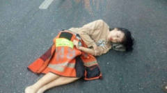 """韩国美女车祸"""""""",路过男子一个举动,遭围观"""